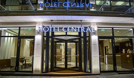 Картинката не може да има празен alt атрибут; името на файла е HotelCentral.jpg